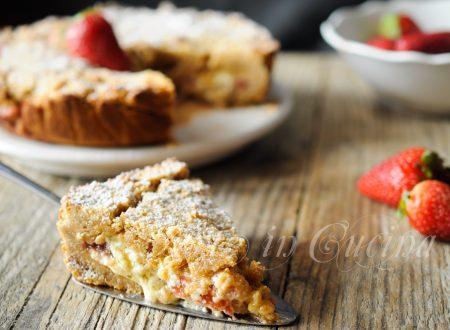 Torta fragole e mascarpone con base di biscotti