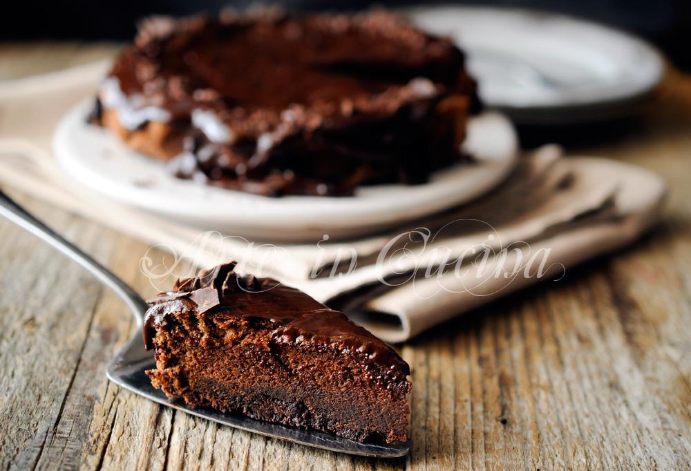 Torta morbida al cioccolato veloce e leggera