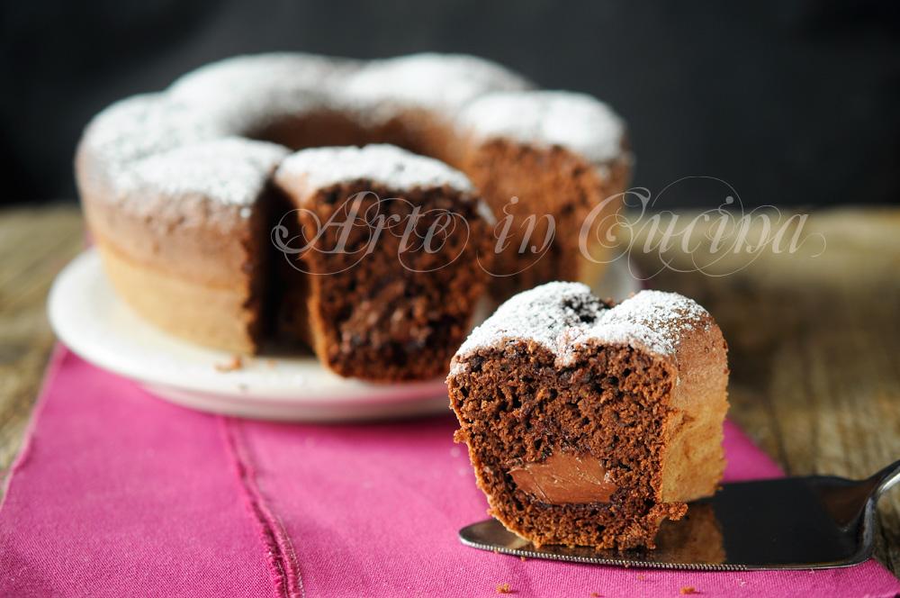 Ciambella al cioccolato fondente cuore nutella morbida
