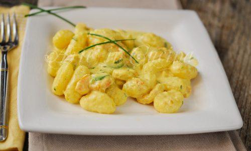 Gnocchi zucchine e gamberetti allo zafferano