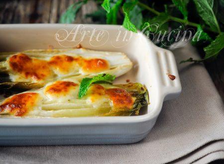 Parmigiana di indivia e formaggio gratinata al forno