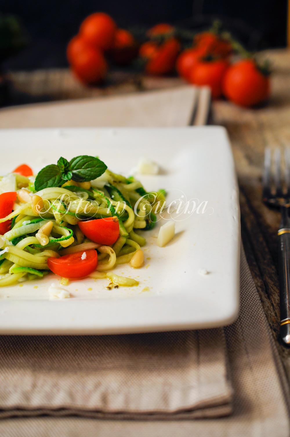 Spaghetti di zucchine al pesto ricetta leggera vickyart arte in cucina