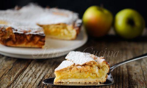 Torta al miele con yogurt e frutta ricetta facile