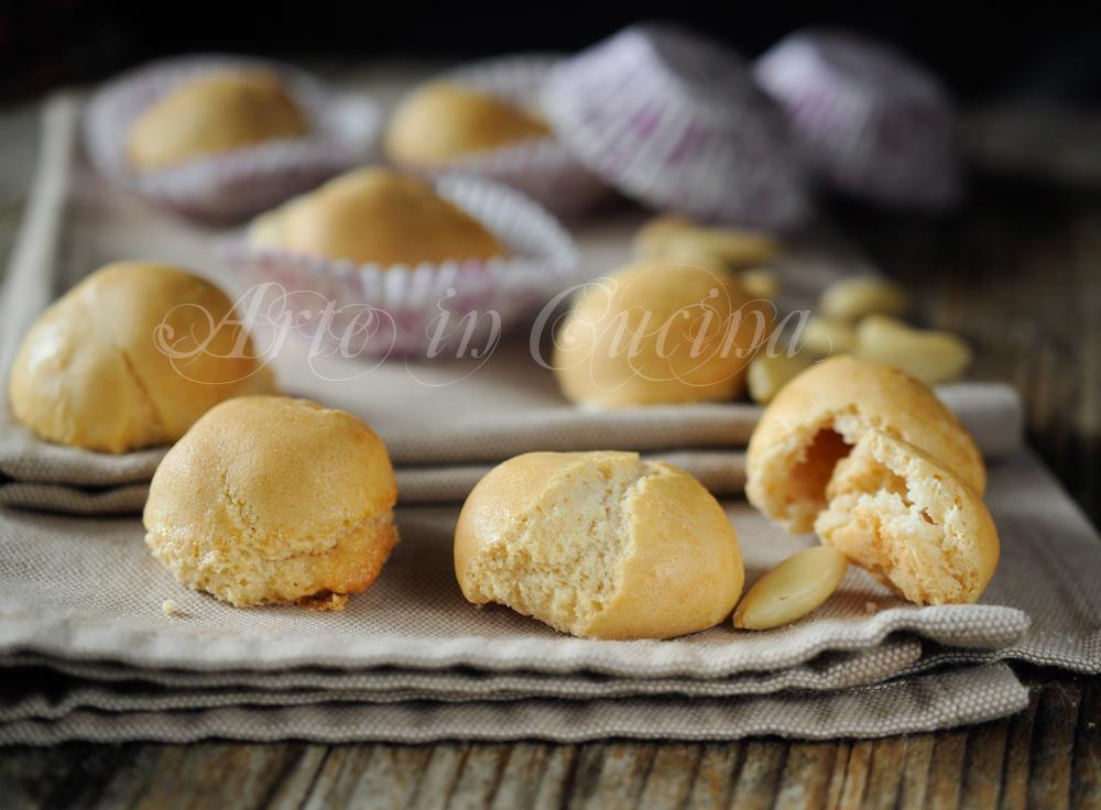 Amaretti tipo Saronno ricetta facile veloce vickyart arte in cucina