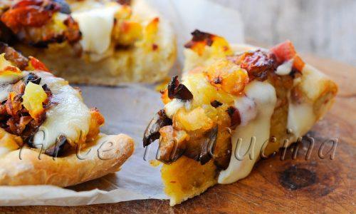 Sbriciolata patate melanzane e speck in padella