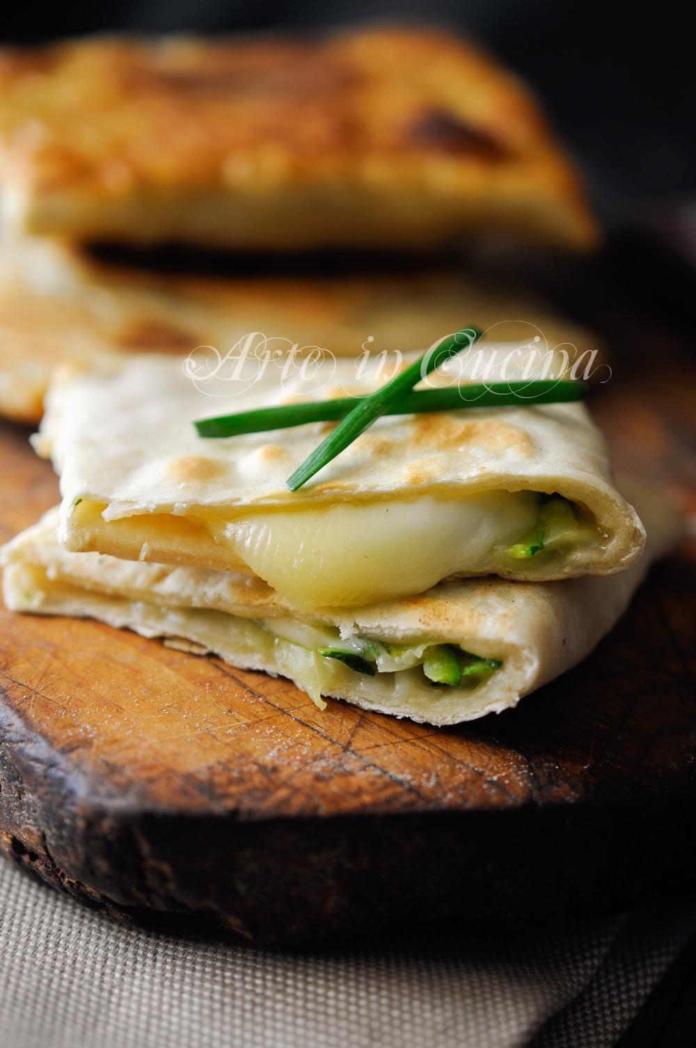 Schiacciatine veloci con zucchine e provola vickyart arte in cucina