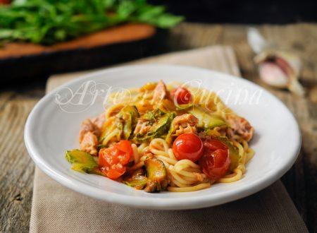 Spaghetti tonno e zucchine al pomodoro veloce