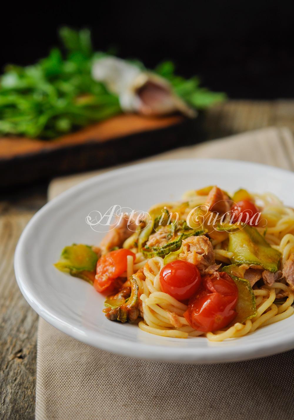 Spaghetti tonno e zucchine al pomodoro veloce vickyart arte in cucina
