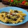 Fusilli con melanzane e zucchine stufate in padella vickyart arte in cucina