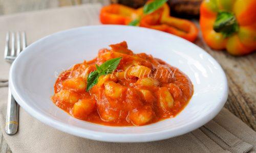 Gnocchi con crema di peperoni ricetta facile