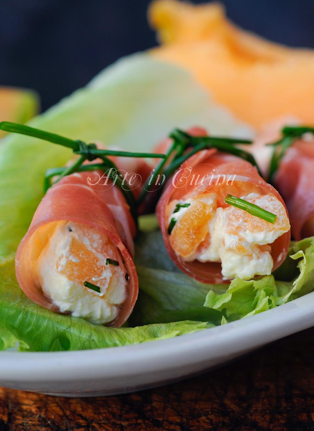involtini-prosciutto-crudo-melone-formaggio-ricetta-fredda-veloce-2