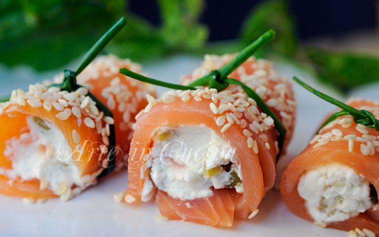 Involtini di salmone ricotta e olive freddi