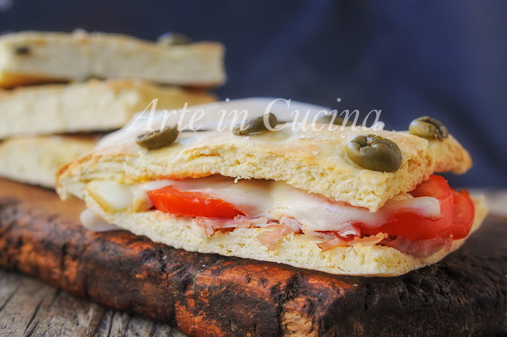 Focaccia alle olive verdi farcita ricetta veloce