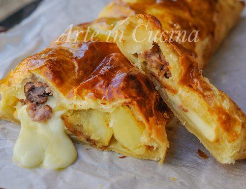 Rustico con patate e salsiccia in pasta sfoglia