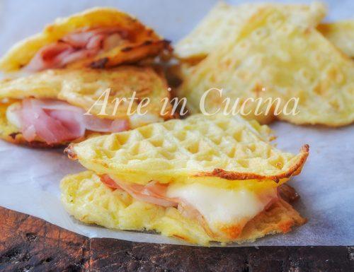 Waffle di patate e formaggio farciti ricetta facile