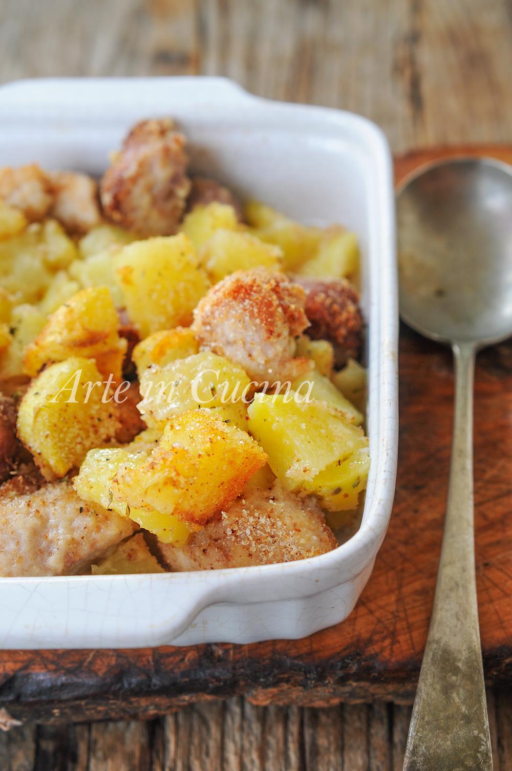 Bocconcini di pollo e patate con salsiccia al forno for Cucinare salsiccia