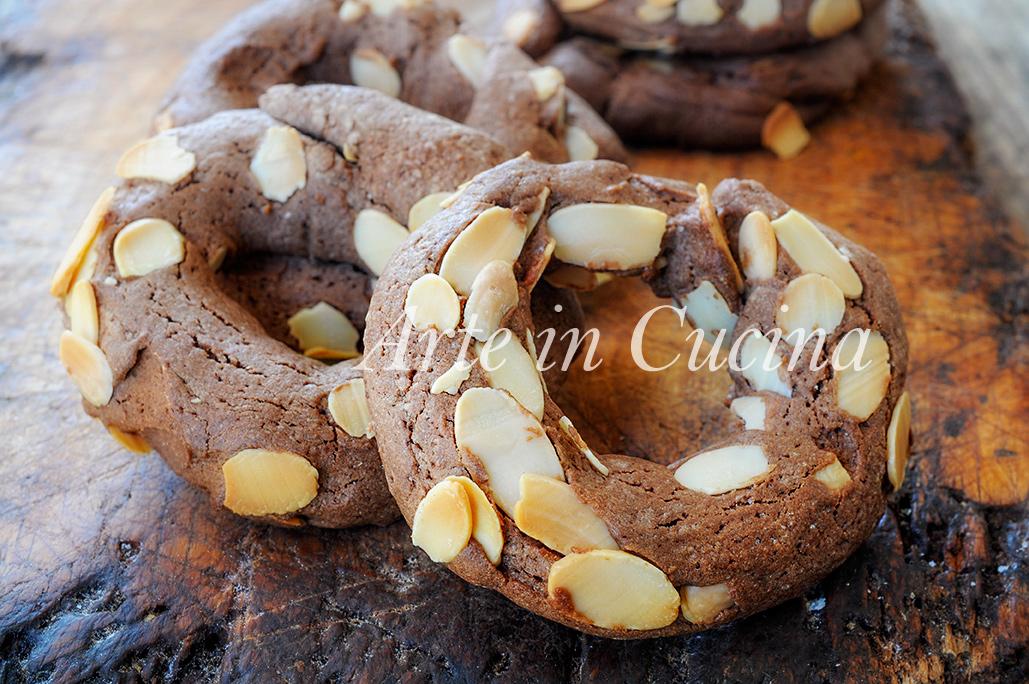 ciambelle-mandorle-cioccolato-ricetta-biscotti-veloci-1