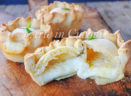 Panadas con pecorino e menta ricetta sarda