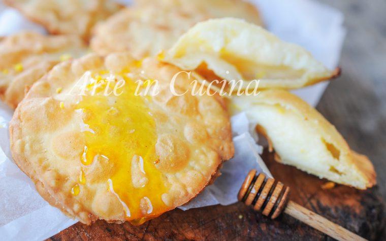 Seadas o sebadas dolci sardi ricetta tipica