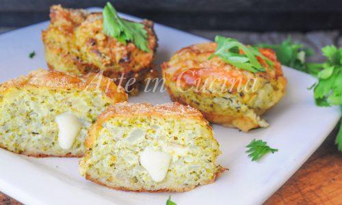 Tortine di broccoli e parmigiano con patate al forno