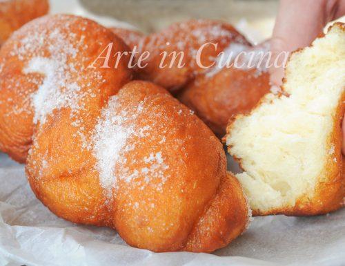 Treccine fritte alla ricotta dolci di carnevale