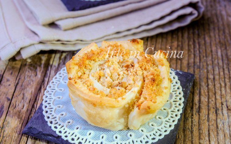 Rose di sfoglia frutta secca e pan di spagna