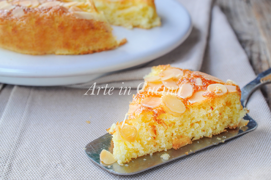 Torta semplice e soffice mandorle e arancia