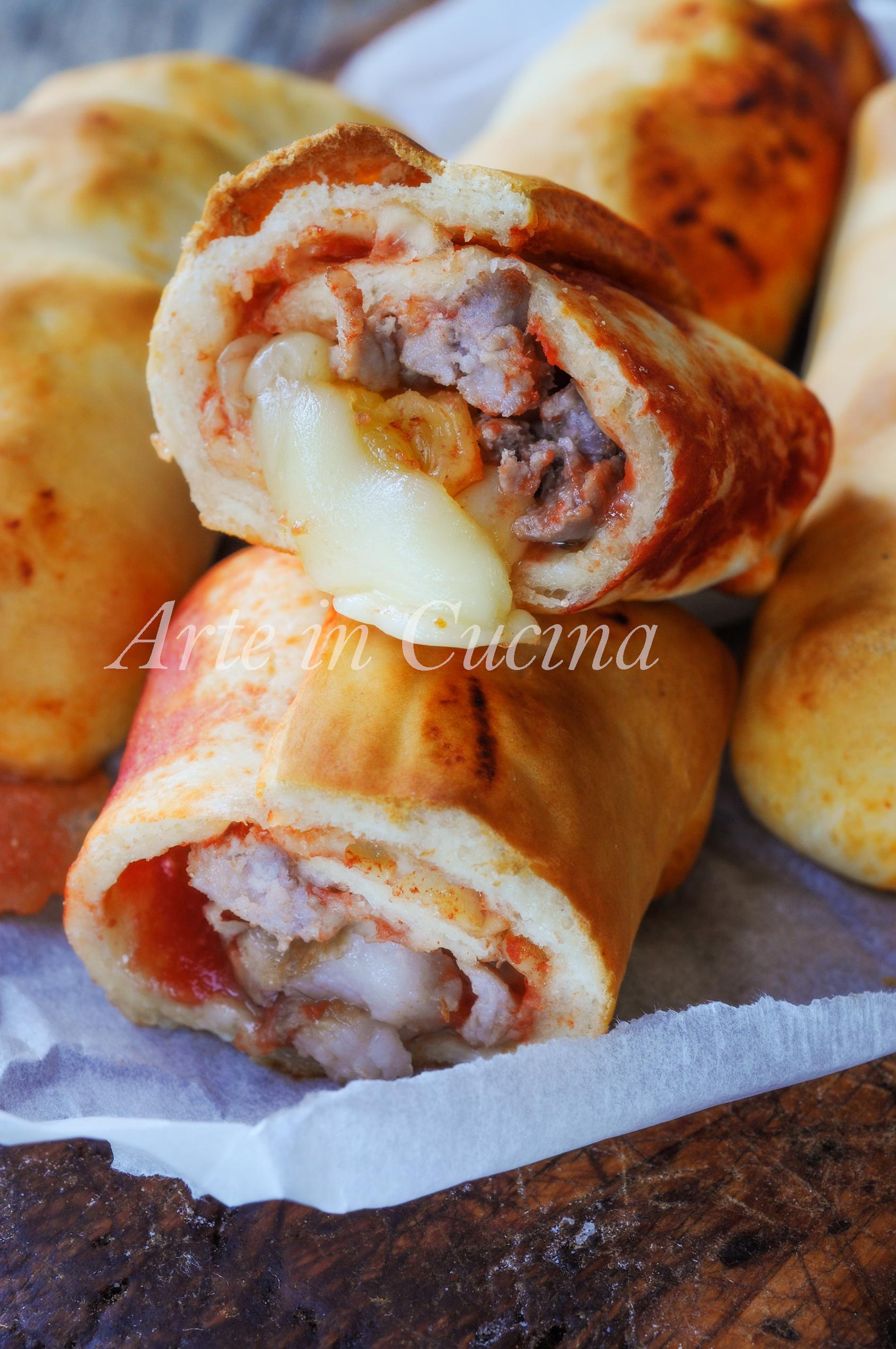 Fagottini di pizza mozzarella e pomodoro con salsiccia vickyart arte in cucina