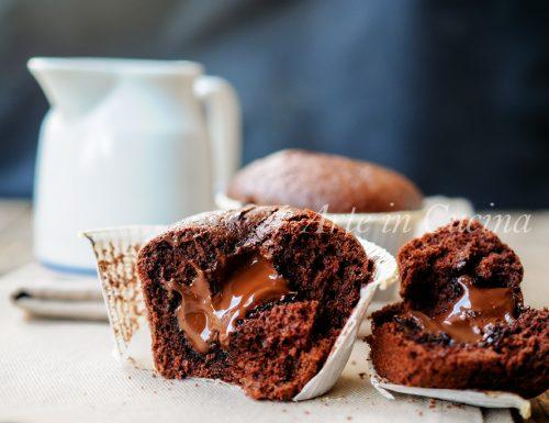 Muffin con cuore morbido di nutella al cioccolato