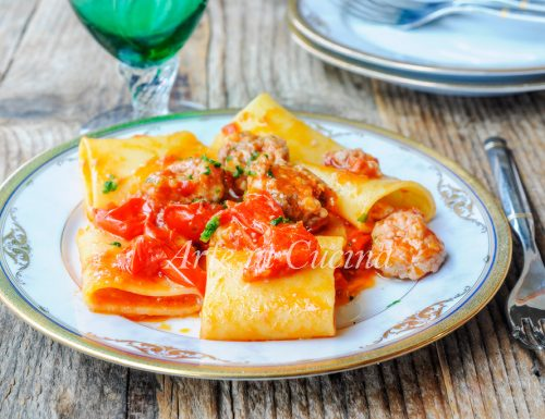 Paccheri salsiccia e pomodorini ricetta veloce