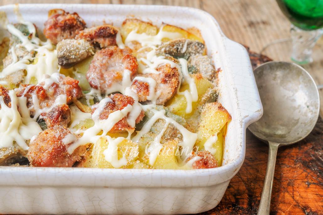 Patate con salsicce e carciofi gratinati al forno vickyart arte in cucina