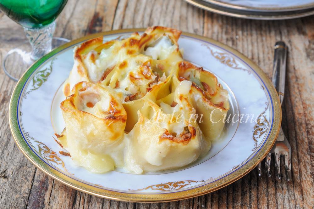Rotolini di lasagne con carciofi e prosciutto