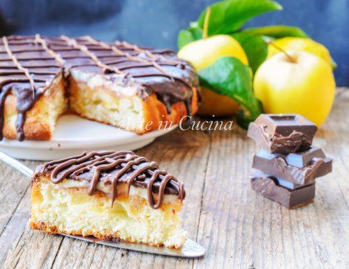 Melamangio torta di mele ricoperta di crema e cioccolato