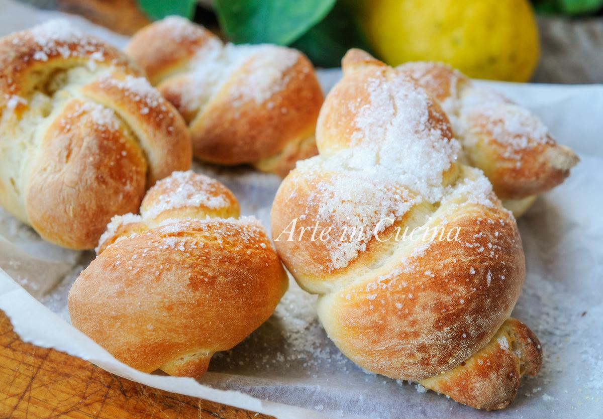 Nodini zuccherati al burro brioche cotte al forno vickyart arte in cucina