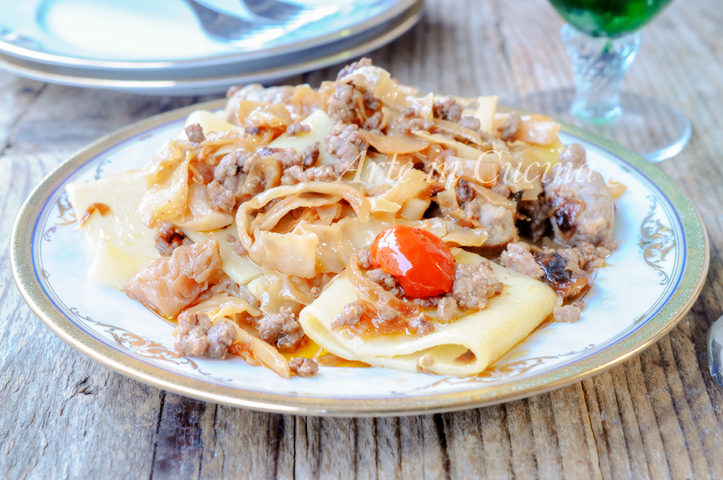 Paccheri con crauti e salsiccia piatto veloce