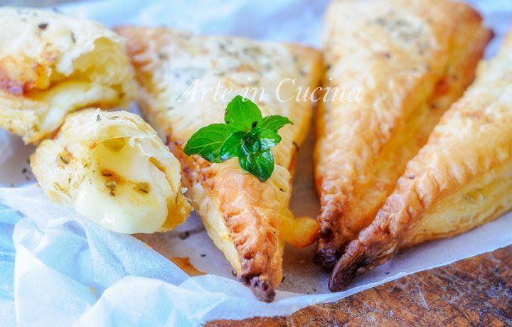 Triangoli mozzarella e pomodoro con pasta sfoglia