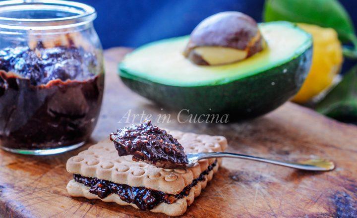 Crema spalmabile avocado e cioccolato leggera senza cottura