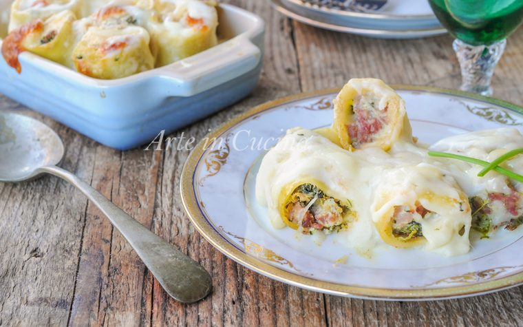 Paccheri salsiccia e spinaci al forno con besciamella