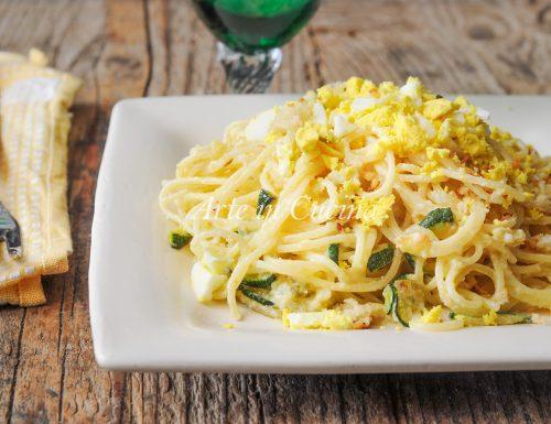 Spaghetti mimosa con mollica e zucchine ricetta veloce