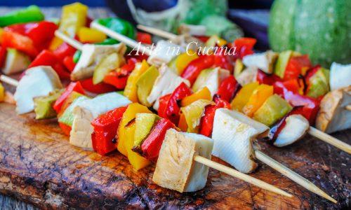 Spiedini di verdure grigliate e scamorza affumicata