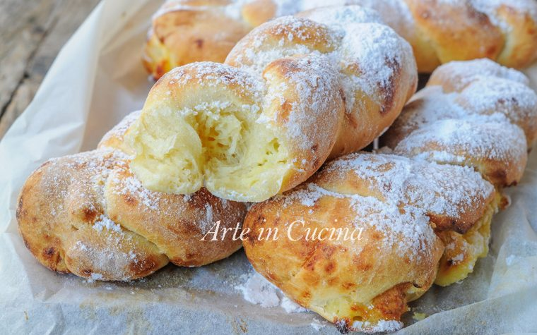 Treccine dolci alla crema pasticcera ricetta facile