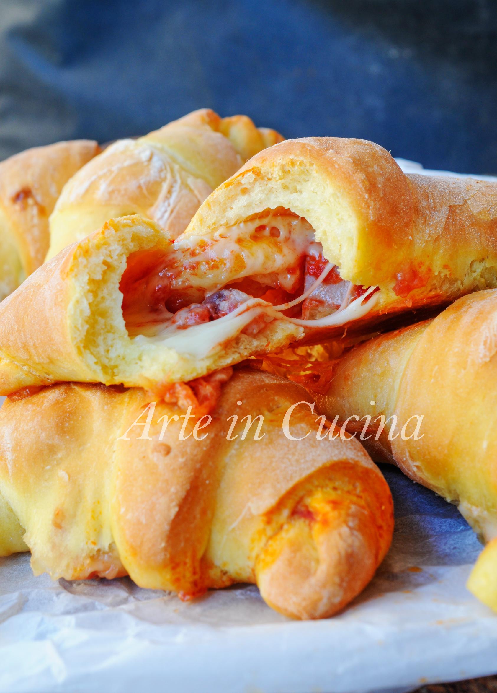 Cornetti brioche salati gusto pizza e salumi vickyart arte in cucina