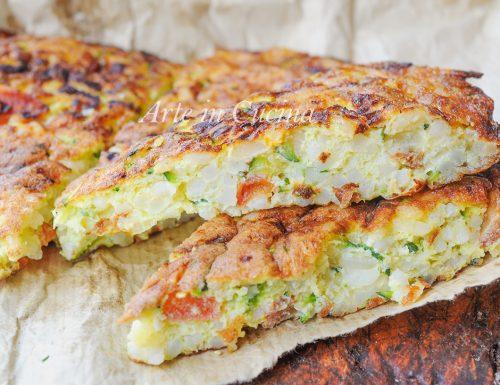 Frittata di riso e zucchine al formaggio in padella