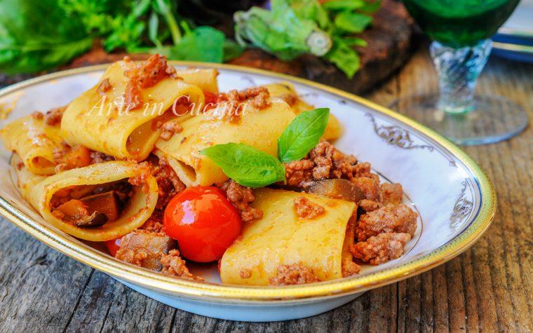 Paccheri con melanzane e carne ricetta veloce