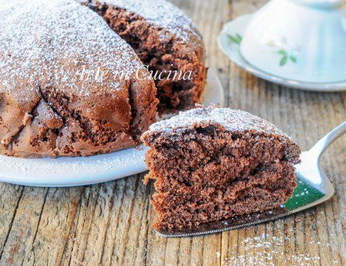 Pan di spagna al cacao senza lievito alto e soffice