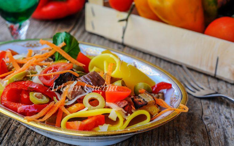 Pasta all'insalata con verdure e zafferano