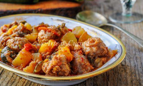 Salsicce in padella con verdure ricetta facile