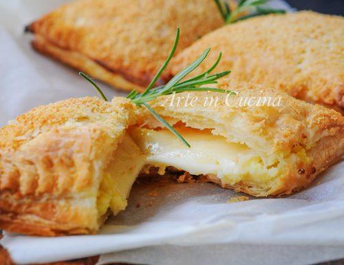 Sfogliatine con patate e formaggio filante