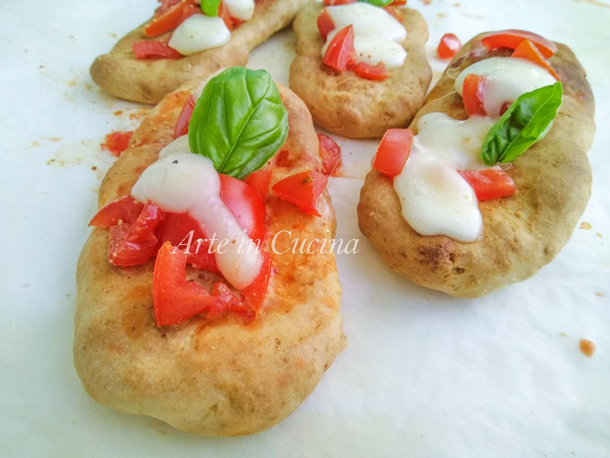 Bruschette veloci di pizza mozzarella e pomodoro vickyarta arte in cucina
