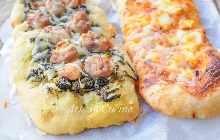 Crostoni di pizza farciti ricetta gustosa e sfiziosa